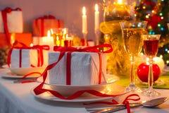 Julaftonmatställe vid levande ljus Royaltyfri Foto