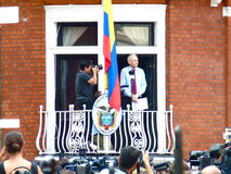 Julain Assange bildet eine Rede Stockfotografie