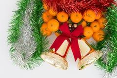 Julapelsiner och xmas-garneringsatser Royaltyfria Foton