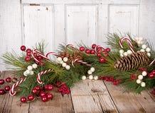 Julbär på träbakgrund Royaltyfri Fotografi