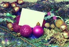 Julbakgrund i tappningstil med ett kort för en inscrip Royaltyfria Foton
