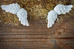 Julbakgrund med ängelvingar Arkivfoton