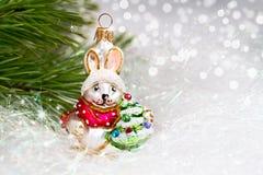 Julbakgrund med baublen royaltyfri foto