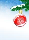 Julbakgrund med bollen och den prydliga filialen Fotografering för Bildbyråer