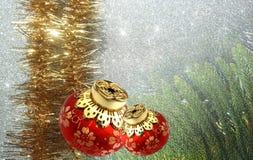Julbakgrund med den röda och gula prydnaden på en vit texturerad bakgrund royaltyfria bilder