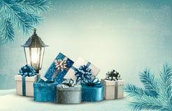 Julbakgrund med en lykta och gåvor royaltyfri illustrationer