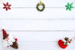 Julbakgrund med garneringen royaltyfri foto