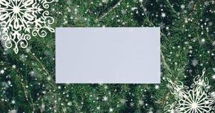 Julbakgrund med granfilialer, snöflingor och guld- bollar Bästa sikt med bokstavs- och kopieringsutrymme vektor illustrationer