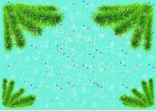 Julbakgrund med granträdfilialer, snöflingor och konfettier Royaltyfria Bilder
