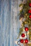 Julbakgrund med härlig garnering Arkivbilder