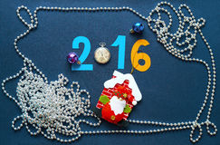 Julbakgrund med nummerrovor och Santa Claus Royaltyfria Bilder