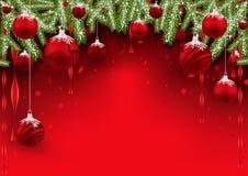 Julbakgrund med röda struntsaker och barrträds- filialer Fotografering för Bildbyråer