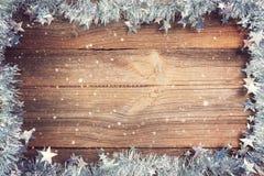 Julbakgrund med silvergarneringar royaltyfri fotografi