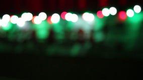 Julbakgrund med suddiga färgrika ljus arkivfilmer