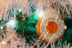 Julbakgrund med tappningjulgarnering arkivbild