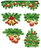 Julbakgrund med traditionella gröna pilbågegarneringar klumpa ihop sig, klockor, band stock illustrationer