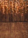 Julbakgrund, träkopieringsutrymme och ljusgirland Royaltyfri Bild