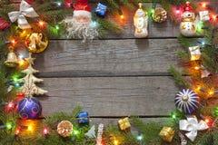 Julbakgrundskant och lampor Arkivbild