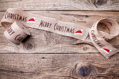 Julband på träbakgrund Arkivfoto