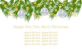 Julbaner, kort med julgranfilialer, julbollar, guld- kedjor och prydnader, vita snöflingor Royaltyfri Bild