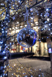 Julbauble i gata Arkivbilder