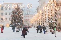 Julbelysningar i en Mideval stadfyrkant II Arkivbild