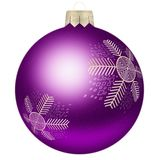 Julboll med snöflingan i violett färg arkivfoto