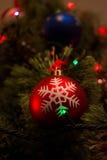 Julboll och annan garnering på träd Royaltyfria Bilder