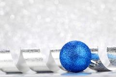 Julboll och band Royaltyfri Fotografi