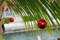 Julboll på gömma i handflatan Arkivbilder