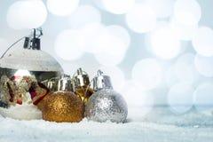 Julboll på snön Arkivbilder