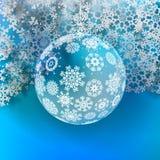 Julboll som göras från snöflingor. Arkivfoto