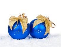 Julbollar med gula pilbågar Royaltyfri Foto