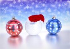 Julbollar och golfboll med santa den röda hatten på bokehbakgrund 3d framför vektor illustrationer