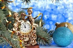 Julbollar och klocka Arkivbilder