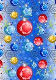 Julbollar och snöflingor på en blå lutningbakgrund Arkivfoto