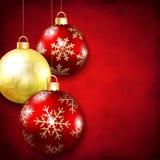 Julbollar på en röd bakgrund Royaltyfri Bild