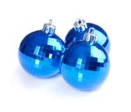 Julbollar som isoleras på vit bakgrund Arkivfoton