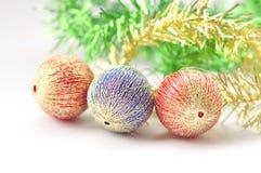 Julbollen dekorerar Arkivbilder