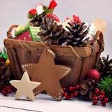Juldekor i en lantlig stil Handgjord stjärna Närbild gåva royaltyfri fotografi