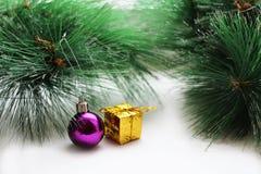 Juldesign på träbakgrunden Arkivbilder