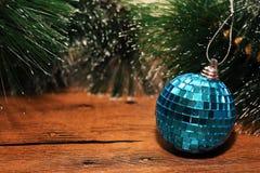 Juldesign på träbakgrunden Arkivbild