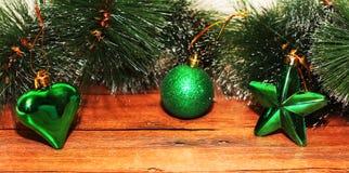 Juldesign på träbakgrunden Arkivfoto