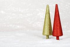 julen blänker snowtrees två Arkivfoto