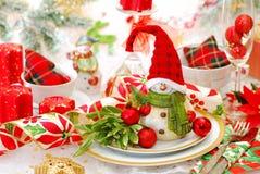 Julen bordlägger uppsättningen med den roliga snowmanen arkivbilder