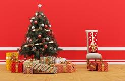 julen dekorerade gåvatreen Rött rum med minimalist stol Royaltyfria Foton