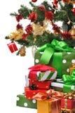 julen dekorerade gåvor Arkivfoton