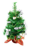 julen dekorerade pälstreen Arkivbild