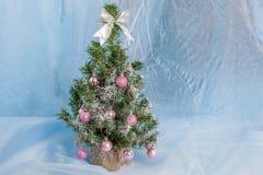 julen dekorerade treen Royaltyfria Bilder