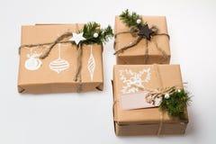 julen dekorerar nya home idéer för garnering till Ð-gåva i asken Arkivbilder